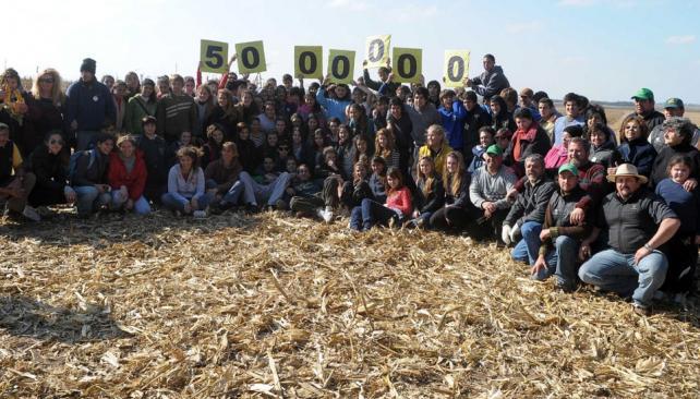 Multiplicar el maíz. Con la jornada de ayer, el programa ha sumado en seis años el aporte para casi cinco millones de platos de comida (La Voz).