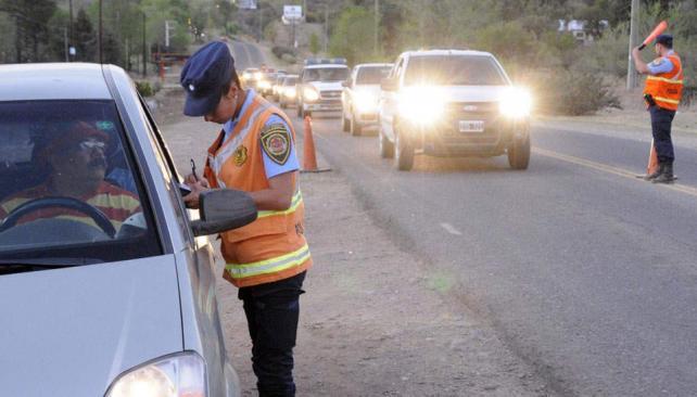 Control. Ya son varios los automovilistas que terminaron presos por querer evitar multas con coimas (La Voz/Archivo).
