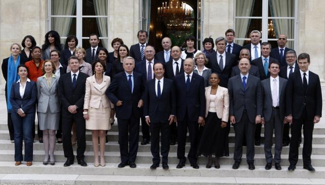 FRANCIA. La foto de Hollande junto a sus ministros y colaboradores (AP).