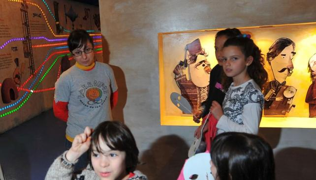 El último habitante. La muestra del dibujante Pablo Bernasconi será la última que se exponga en el Barrilete. El museo no tienen otro predio. La Provincia confirmó que el 30 de abril debe irse de La Vieja Usina (Sergio Cejas/La Voz).