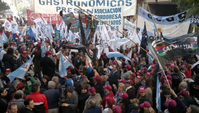 MARCHA. La protesta frente a la Afip contra Ganancias (La Voz).
