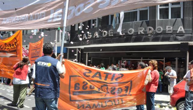 Movida nacional. El sector alineado con la UTS protestó frente a la Casa de Córdoba, en Capital Federal.