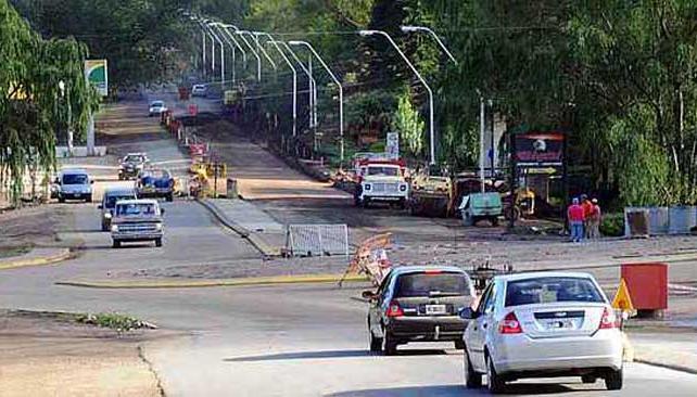Calamuchita. La ruta provincial 5 está en buenas condiciones. Hace poco fue repavimentada. Algunas zonas están pendientes de demarcación. Ahora se construye una rotonda de acceso a Santa Rosa (LaVoz).