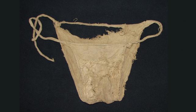 CORPIÑO. Una de las piezas halladas en el castillo (AP).
