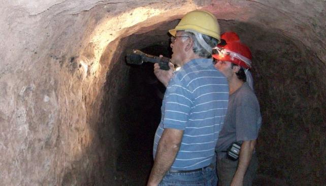 En el Suquía. A orillas del río hay varios túneles de tierra con fecha desconocida. Están abandonados (Gentileza www.speleotunel.com.ar).