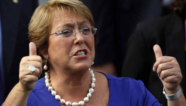 En acción. Bachelet anunció ayer la creación de dos universidades y lanzó un plan de desarrollo para Magallanes (AP).