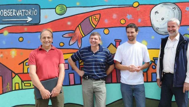 Equipo. Los científicos de Conicet y la UNC, Diego García Lambas y Matías Schneiter, y los astrónomos aficionados Raúl Melia y Carlos Colazo. Los autores cordobeses (Ramiro Pereyra/La Voz).