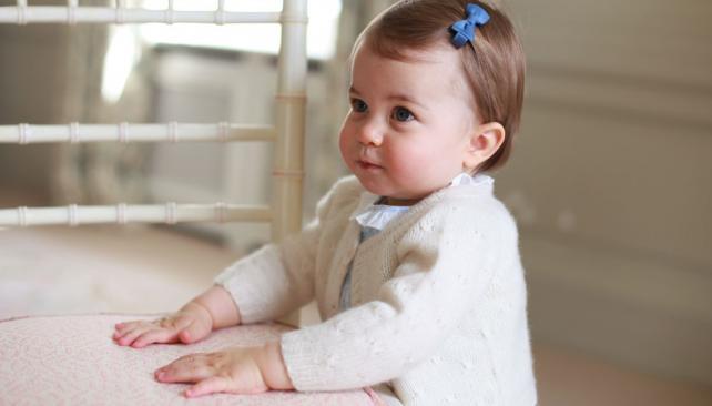 UN AÑITO. La hija del futuro rey de Inglaterra, mostrada en sociedad (AP).