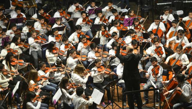 Unos 140 niños músicos de nueve provincias estuvieron anoche en el Pabellón Argentina (Pedro Castillo/LaVoz)