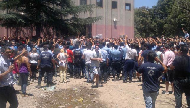 POLICÍAS LEVANTAN LA PROTESTA (La Voz/A. Carrizo).
