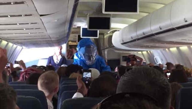esto-pasa-cuando-el-pasajero-de-un-avion-dice-en-broma-que-tiene-ebola