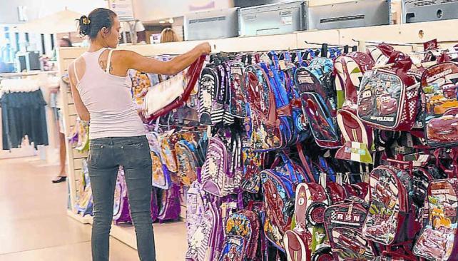 Las mochilas, responsables del dolor de espalda en los niños