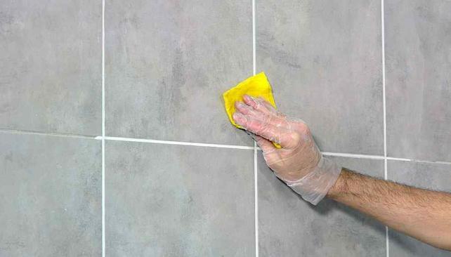 C mo renovar la pastina de los azulejos la voz del interior - Como aplicar microcemento sobre azulejos ...