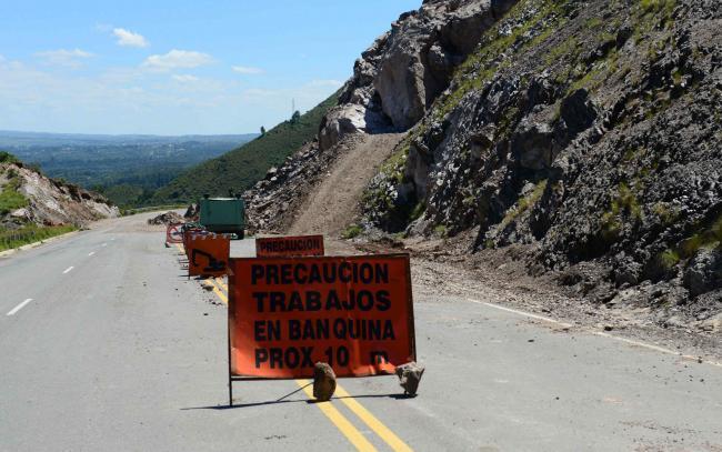 Además de los desmoronamientos de las laderas del camino, las lluvias también provocaron desprendimientos en varios tramos de la ruta (Javier Cortéz/LaVoz).