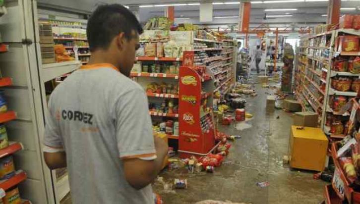 CORDIEZ. Uno de los primeros supermercados saqueados, en barrio SEP (La Voz / Antonio Carrizo).