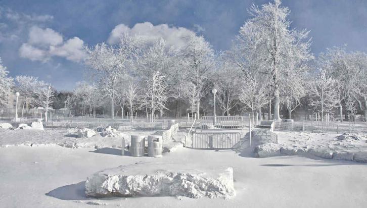 NIÁGARA. El parque donde están las cataratas, vestido de blanco (AP).