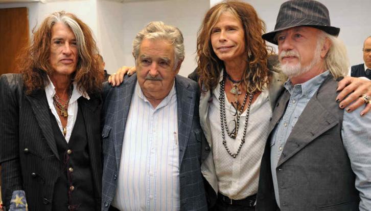 MUJICA. Con los integrantes de Aerosmith (AP).