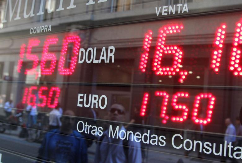 Por qué subió el dólar