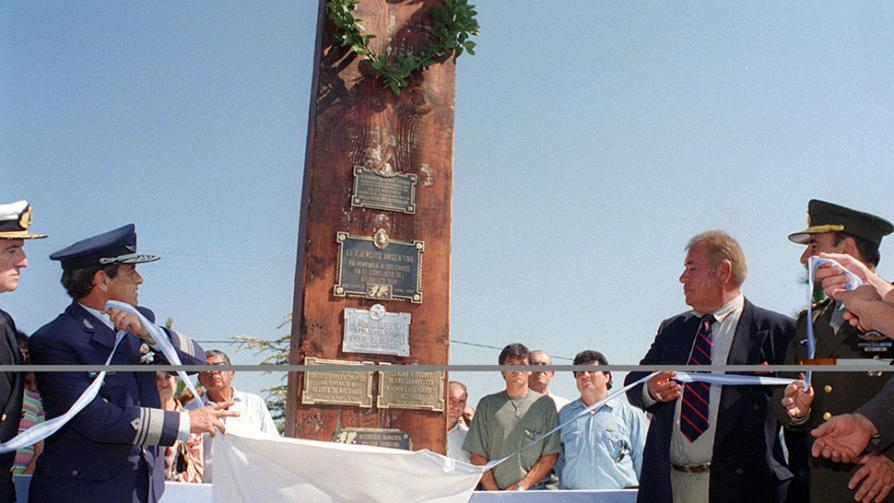 SANTIAGO TEMPLE. Monumento a los Caídos en Malvinas.