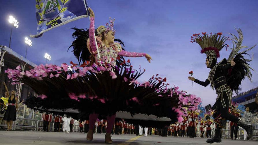 MUCHO COLOR. En los carnavales alrededor del mundo (AP).
