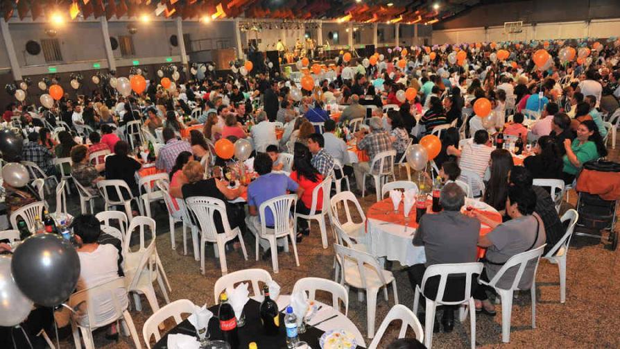 FIESTA DEL CANILLITA. Los trabajadores festejaron su día a lo grande y junto a sus familias (La Voz / Sergio Cejas)
