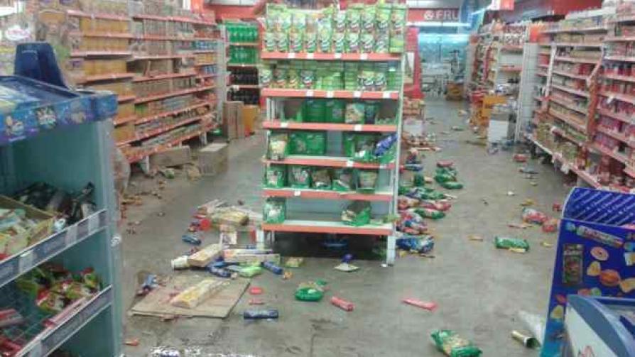 CORDIEZ. Uno de los primeros supermercados saqueados, en barrio SEP (La Voz / Javier Ferreyra).