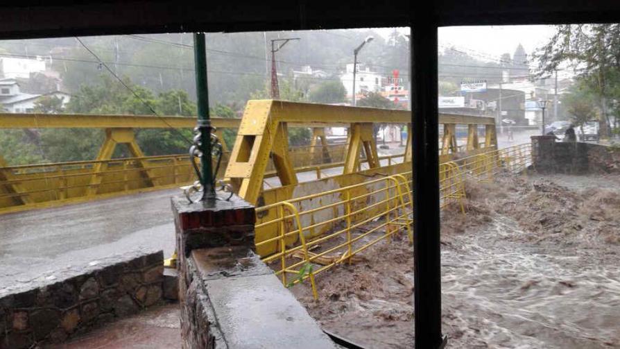 RÍO CEBALLOS. El río, desbordado por las intensas lluvias.