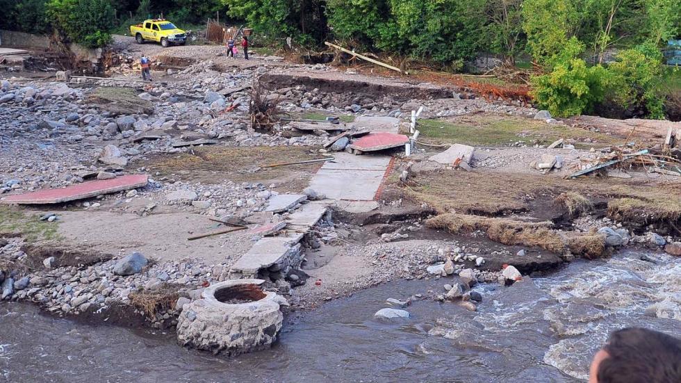 Situación límite.  Los 260 milímetros que cayeron en varias localidades en menos de un día desnudaron la debilidad ambiental de las cuencas (Sergio Cejas/LaVoz)